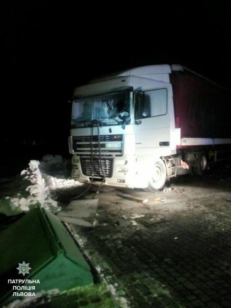 Во Львовской области на заправке взорвался грузовик