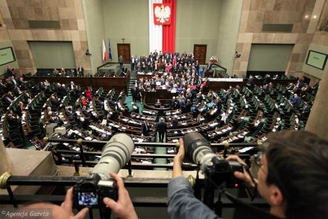Протесты в Польше: глава МВД обвинил оппозицию в попытке захвата власти