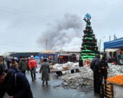 На «Привозе» в Одессе сгорели несколько павильонов с сантехникой и стройматериалами