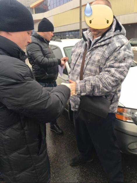 Офицера СБУ задержали на взятке в 15 тысяч гривен