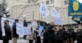 «Свобода» начала пикетировать КСУ, рассматривающий закон о языках