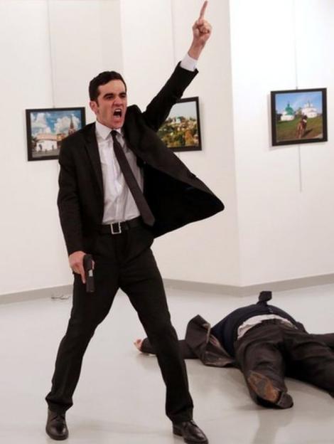 Автор фотографии убийцы посла Карлова получил премию World Press Photo