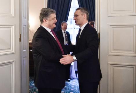Порошенко на встрече со Столтенбергом поблагодарил за осуждение агрессии России