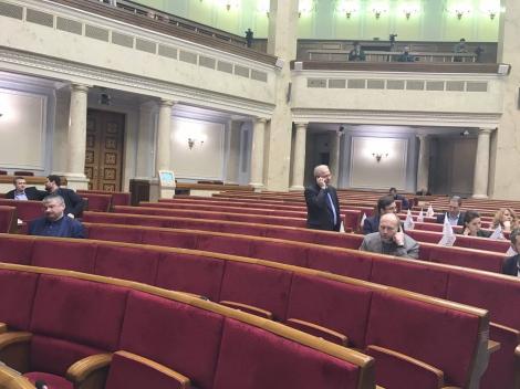 Геращенко закрыла традиционно пустую Раду до 14 марта