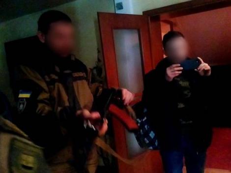 Парасюк с карабином устроил конфликт с журналистом в отеле Бахмута