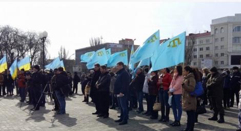 В Херсоне проходит митинг в поддержку сопротивления русской оккупации Крыма