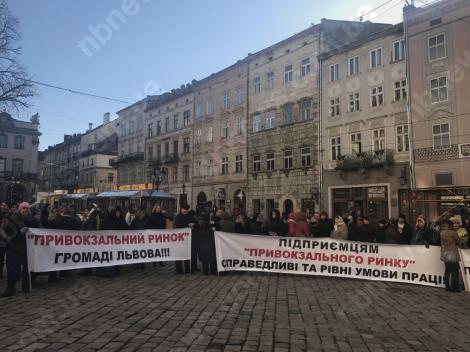 В Львове требуют от Садового прекратить произвол на Привокзальном рынке