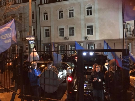 Под Соломенским судом в Киеве около 150 человек, митинг продолжается