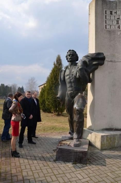 На Львовщине вандалы повредили памятник Ивану Франко