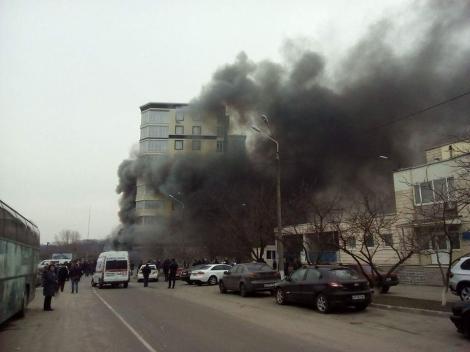 Активисты «Правого сектора» устроили пожар на незаконной стройке в Киеве