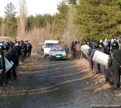 В полиции говорят, что жители и правоохранители не дали установить блокадный «редут» в Купянске