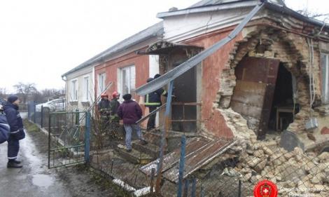 В Ровно обвалился жилой дом: из-под завалов спасли бабушку и внучку