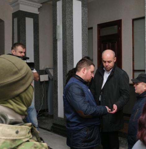 В горсовете Тернополя  -  маски-шоу от Печерского суда, мэр говорит о политическом преследовании