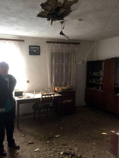 В Авдеевке снаряд уже в четвертый раз пробил крышу в доме пенсионеров