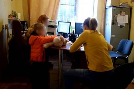 В Киеве мать с Донбасса избила 4-летнюю девочку до обморочного состояния