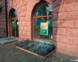 Кроме обстрела консульства Польши, в Луцке также разбили окна в «Сбербанке»