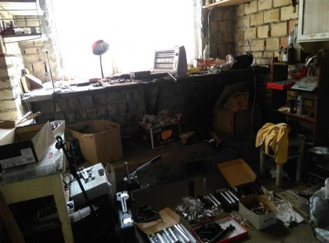 СБУ разоблачила подпольную оружейню в Голосеевском районе Киева (фото)