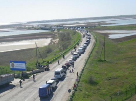 На границе Крыма очереди, оккупанты прекратили пропуск через КП «Чаплинка» и «Чонгар»