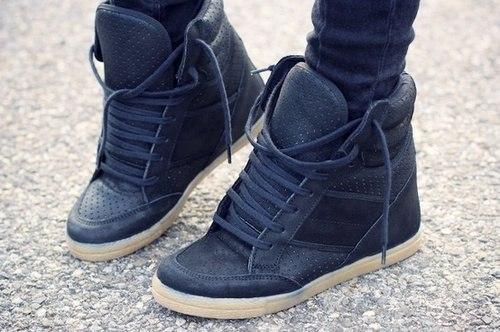 Каталог спортивной обуви в необычном исполнении