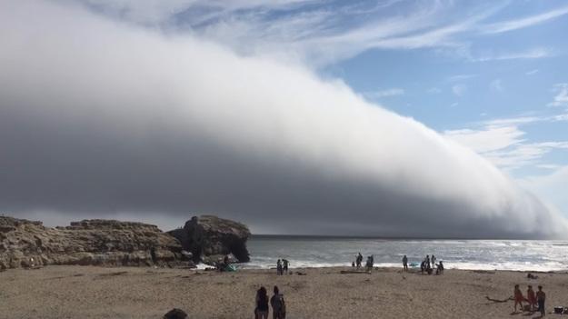 Жители приняли жуткое туманное облако за наступающий конец света
