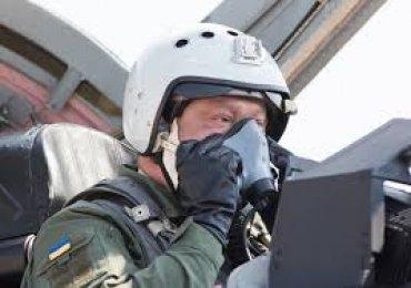 Порошенко прилетел в Винницу на истребителе МиГ-29