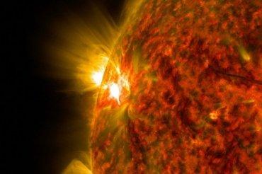 В Сети появились кадры «дозаправки» НЛО плазмой от Солнца