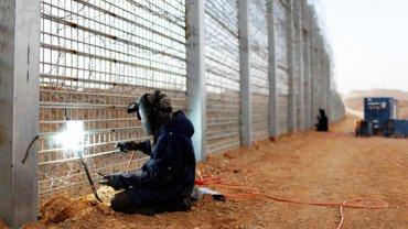Изгородь, а не стена: в Раде «разгромили» скандальный проект Яценюка