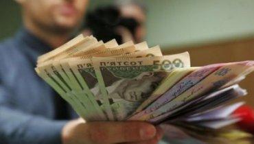 Госслужащие в Украине радуются: им подняли зарплаты
