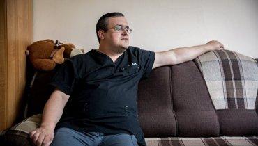 «На верочку»: российский врач вживил в себя сразу 6 чипов