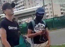 Титушки в масках, которые перекрыли Ревуцкого, напали на местных женщин