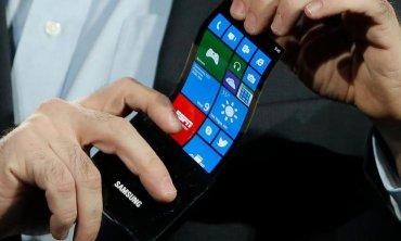 Гибкий смартфон Samsung выпустят в следующем году