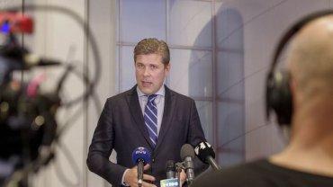 Громкий скандал в Исландии: президент принял отставку премьера из-за педофила