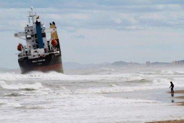 Пьяный капитан из России посадил корабль на мель у берегов Швеции