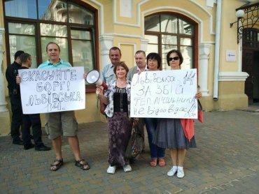 Киевляне, которые с лета сидят без горячей воды, пикетируют «Киевэнерго»