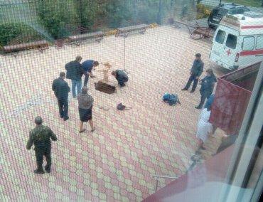В России второклассник прямо на уроке провалился под землю и погиб