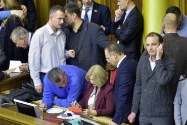 В Верховной Рады подрались из-за закона о Донбассе