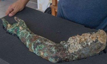 Под водой найден клад IV века и бронзовая рука