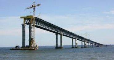 Россия обещает открыть движение автомобилей по Керченскому мосту 30 мая
