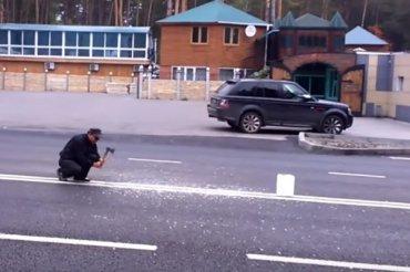 В России мужчина напал с топором на двойную сплошную