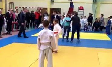 На детском турнире по дзюдо россиянка избила проигравшего сына и арбитра