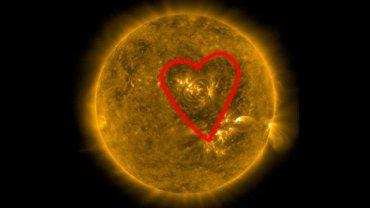 На Солнце появилось гигантское сердце