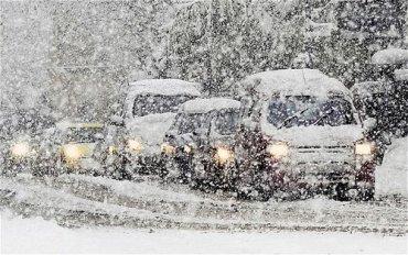 Россию засыпает аномальным снегом