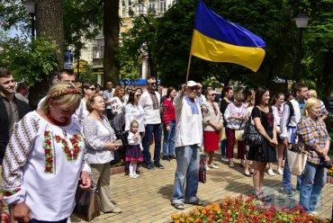 В Киеве прошел «Мегамарш вышиванок»