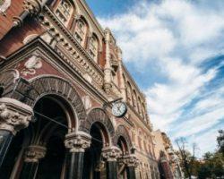 60 млн карт, 82 банка и 24,3 млрд грн убытков: в Украине отмечают День банковского работника