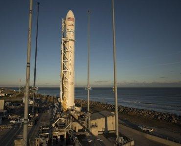 NASA запустит на МКС ракетоноситель Antares со спутником, который строили украинцы