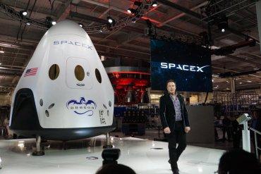 Новый прорыв: Илон Маск представил пилотируемый космический корабль