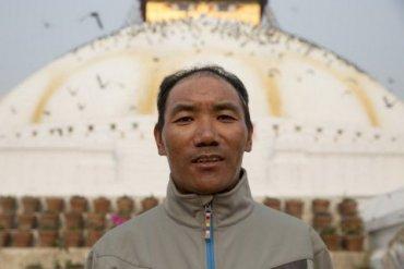 Житель Непала побил рекорд по числу восхождений на Эверест