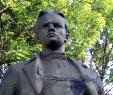 Последний памятник Ленину в Украине «отдыхает» на море