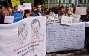 Более 360 деятелей культуры призвали Меркель спасти политзаключенных в России