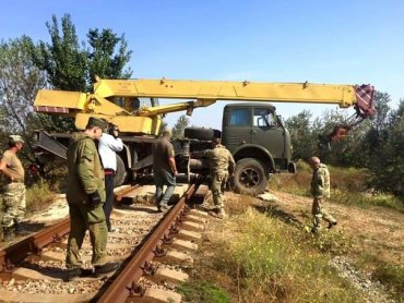 Боевики под Горловкой разбирают железную дорогу